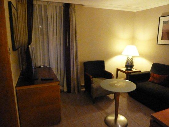 Hilton London Kensington : Junior Suite sitting room