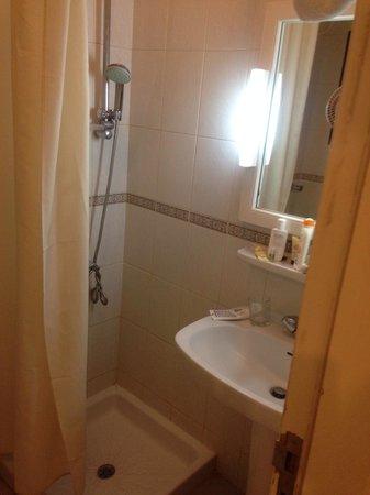 Elaf Ajyad Hotel : Pas de bain juste une douche