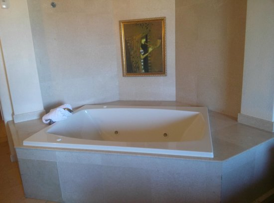 Ascend Collection Castillo Real: Extra large Jacuzzi tub