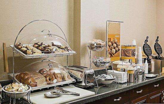 Hampton Inn Littleton: Breakfast is complimentary