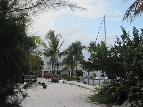 Tarpon Flats Inn: View from the Beach
