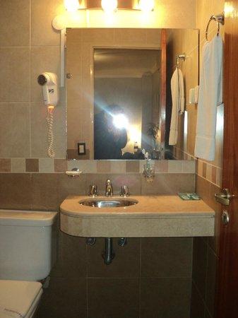 Posadas Hotel: baño