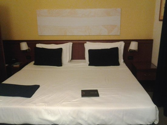 Grand Hotel Tiberio: large, comfy bed