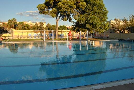 aperturas nocturnas photo de piscina parque oeste