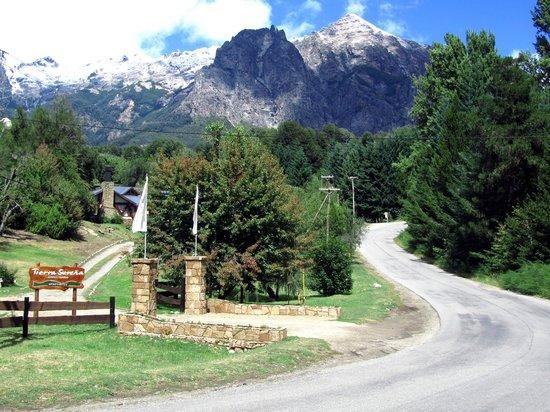 Tierra Surena: Entrada noroeste y vista al Cerro Lopez