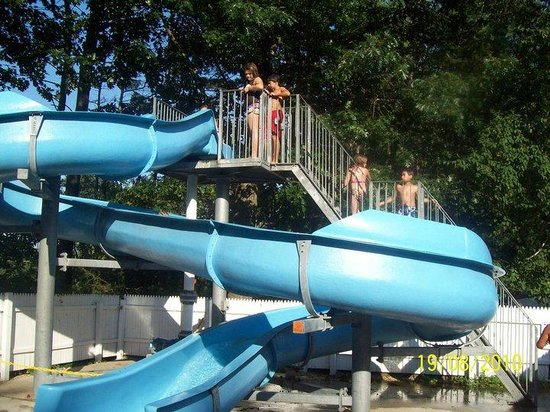 Seabrook Inn: The pool with the slide.