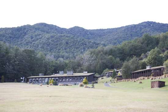 Takaro Lodge: Main Lodge, Forest and fresh air