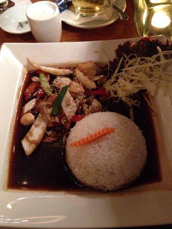 Nam Nam: Hühnchen mit Gemüse und Reis