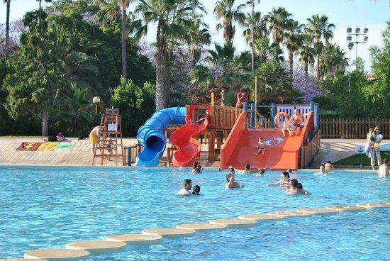 Toboganes piscina l dico recreativa fotograf a de parque for Piscina parque benicalap