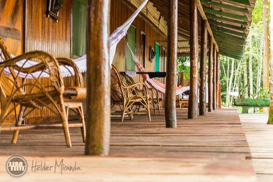 Amazon Tupana Lodge: Varanda dos quartos da frente