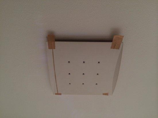 Maida Vale Aparthotel : Bathroom fan held on with plasters