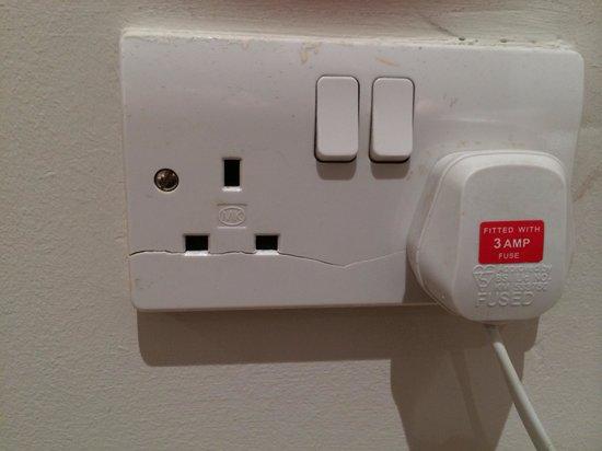 Maida Vale Aparthotel : Broken plug socket