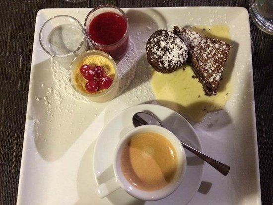 Le Bistrot : Les 5 Délices du café Gourmand!