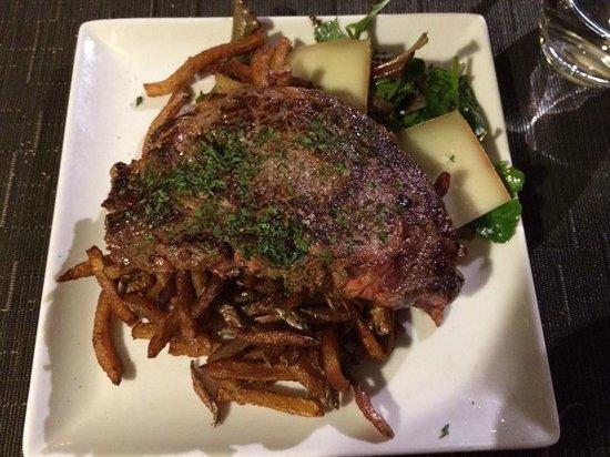 Le Bistrot : le plat classique: entrecote! très bonne qualité de viande :)