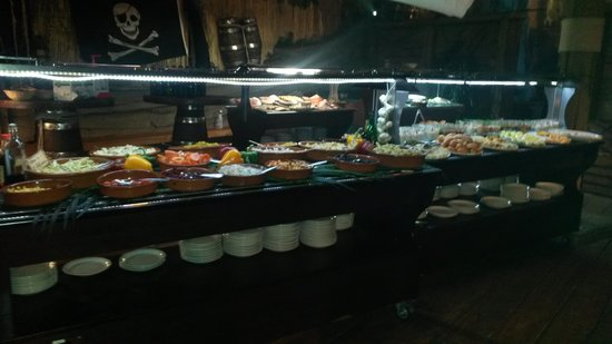 Le Repere des Pirates: buffet froid