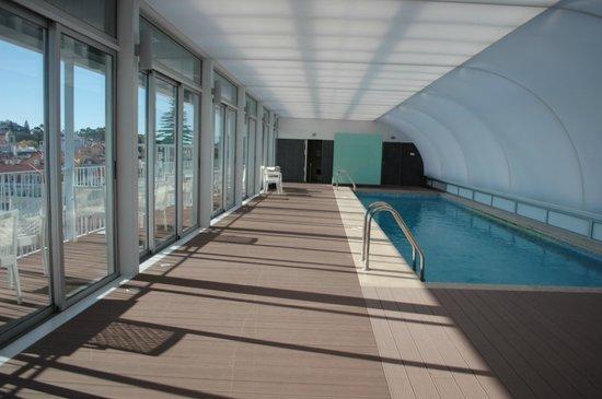 Hotel Baia : piscina cerrada en el ultimo piso