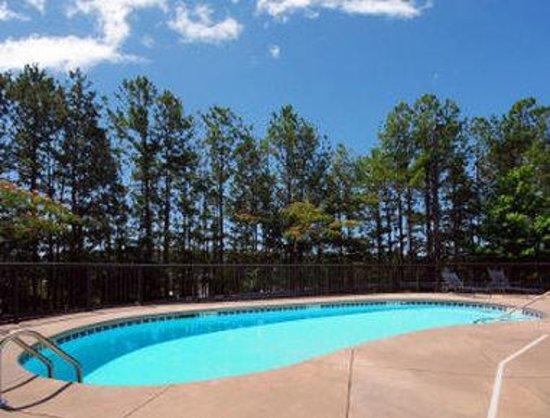 Sky Suites: Pool