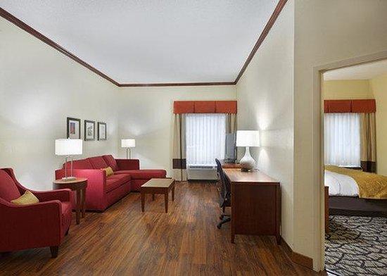 Comfort Suites Innsbrook: King Upgrade Ste Living
