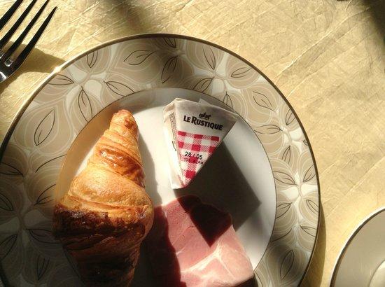 Chateau Francois d'O : breakfast (part)