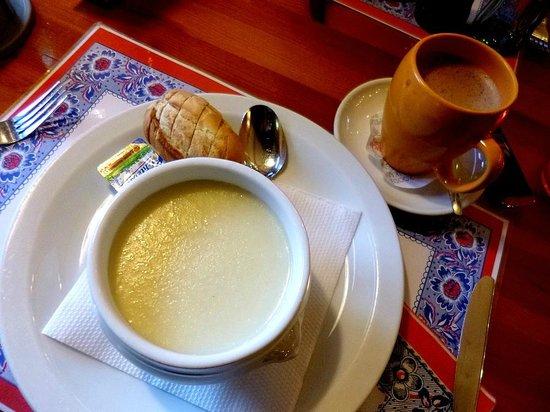Sopa de aspargos do Pancake Corner - Amsterdam - Abril/2013 - Foto Sayuri Murakami.