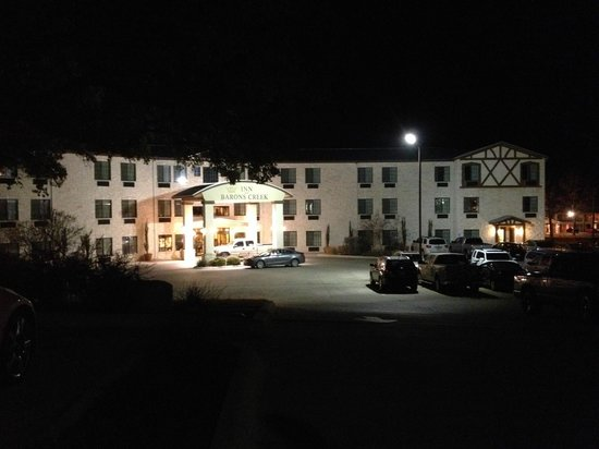 Inn on Barons Creek: Front of hotel