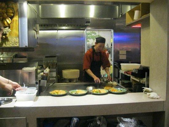 Hana Teppanyaki House : owner and chef