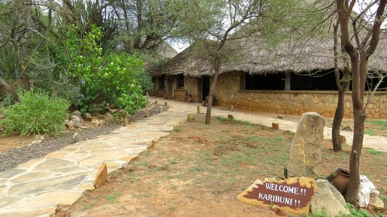 Tarangire Safari Lodge: Entrance to the lodge.