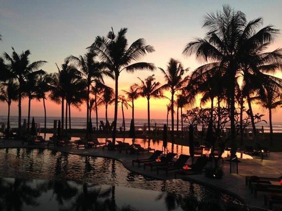 W Retreat & Spa Bali - Seminyak: pool area