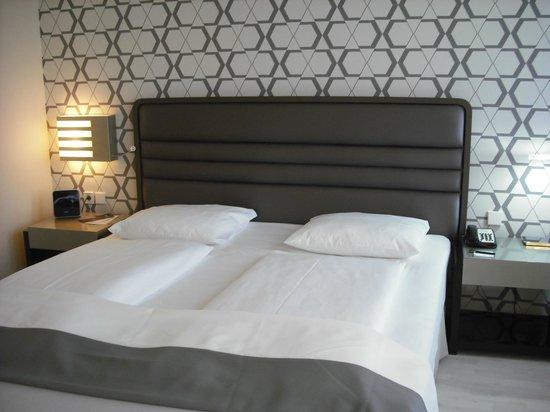 H10 Berlin Ku'damm: very nice bed!!!!!!!