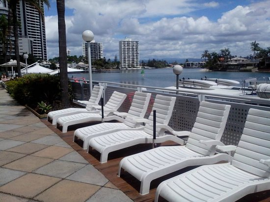 Vibe Hotel Gold Coast: Outlook from the pool area
