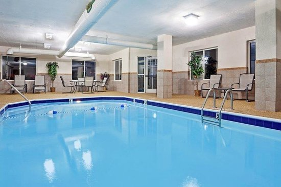 Swimming pool picture of holiday inn express newark - Holiday inn hotels with swimming pool ...