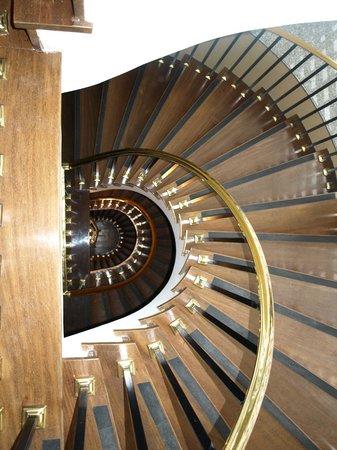 Grande Hotel Campos do Jordao: Escada muito bonita