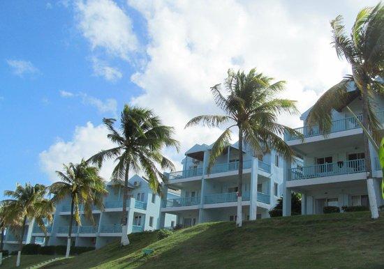 Timothy Beach Resort: The units ssitting on the hillside