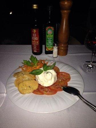 Il Cappuccino Cap Cana : caprese salad