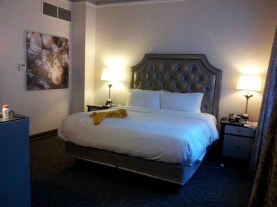 The Silversmith Hotel: really nice bed!! lots of space and comfortable! Clean sheets
