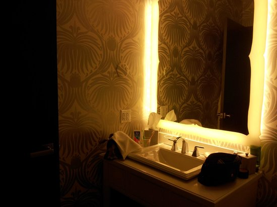 The Silversmith Hotel : bathroom sink