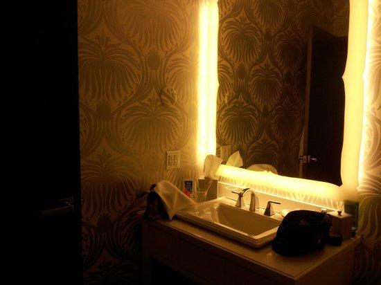 Silversmith Hotel Chicago Downtown: bathroom sink