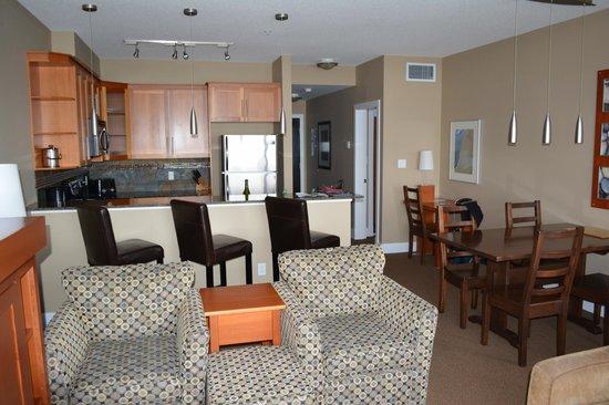 Beach Club Resort - Bellstar Hotels & Resorts: Living area and kitchen
