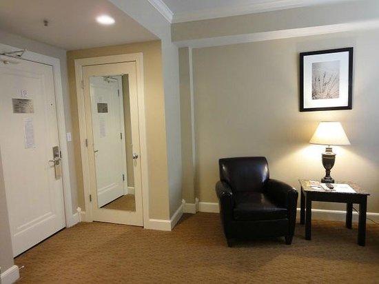 Eldridge Hotel: シンプルだが、広い室内。