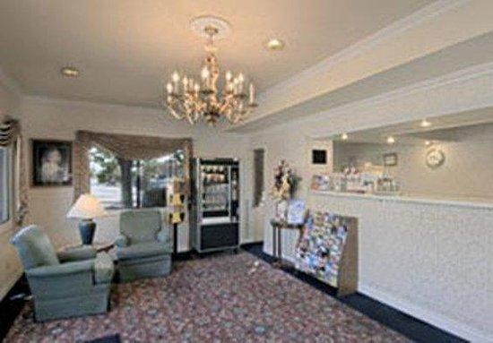 Hotel Elan: Lobby view