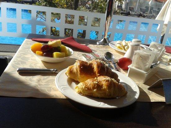 Savoy Gardens : pequeno almoço com vista para a piscina