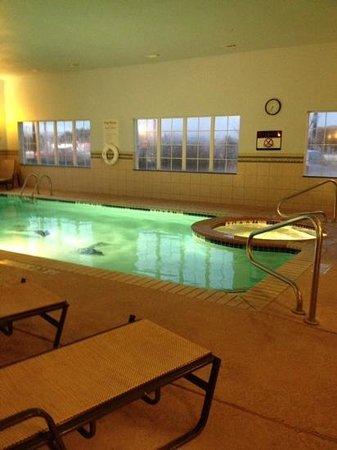 Holiday Inn Express & Suites - Georgetown: heated pool