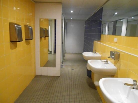 Wake Up! Sydney : salle de bain/ toilettes