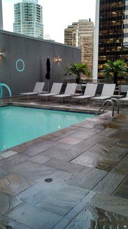Hyatt Regency Vancouver: Cool Urban Pool Setting