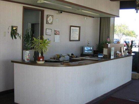 Town House Inn: Lobby view