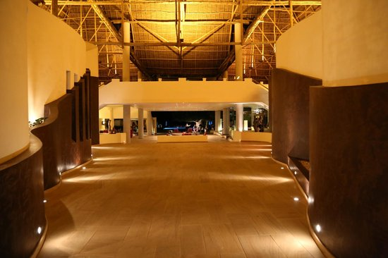 Essque Zalu Zanzibar: walkway from the lobby