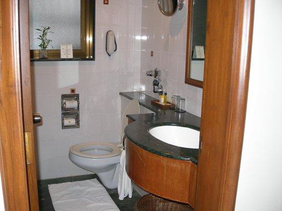 The Shalimar Hotel : Bathroom