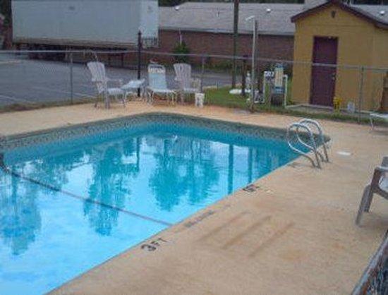Knights Inn Perry : Pool