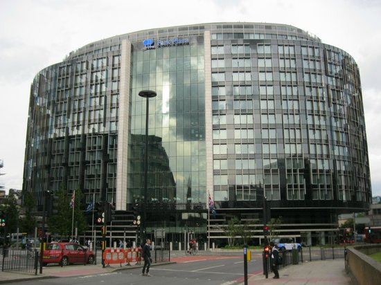 Park Plaza Westminster Bridge London: view of front of the hotel from Westminister Bridge