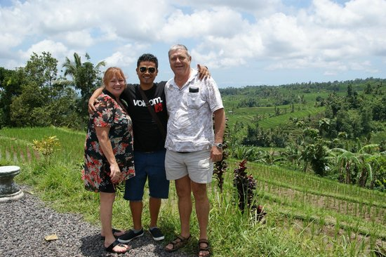 Ubud Friendly Driver: content and happy customers at the Laughing Chook Warrung